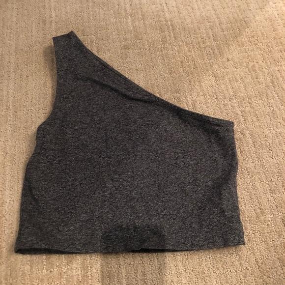 🌷 Aritzia Talula cropped one shoulder top